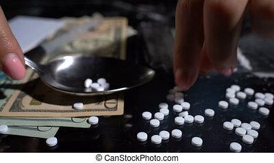 cuillère, faire, pilules, drogue