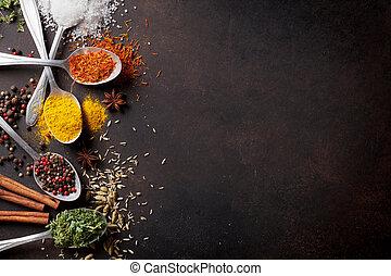 cuillères, table, pierre, épices, divers