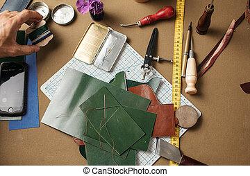 cuir, ensemble, shoemaker., lieu travail, papier, arrière-plan., métier, outils