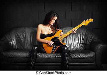 cuir, guitariste, divan, femme, séance