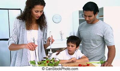 cuisine, femme, elle, salade, fils