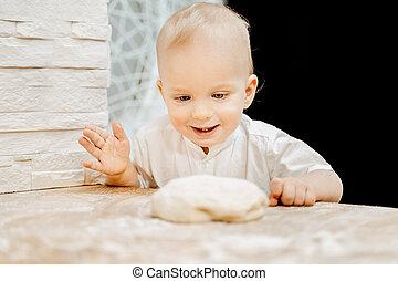 cuisine garçon, peu, bleu, caucasien, heureux, observé