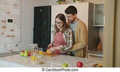 cuisine, mari, ventre, girl, pregnant, cuisine, alimentation, étreindre, bébé souriant, nourriture, quoique, type