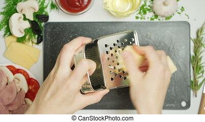 cuisine, vidéo, fromage râpé