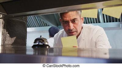 cuisinier, serveur, appeler