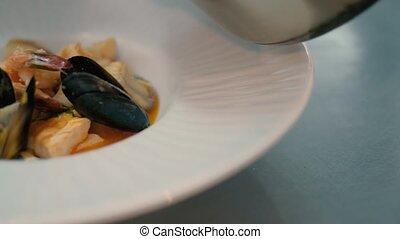 cuisinier, soupe, 4k, restaurant
