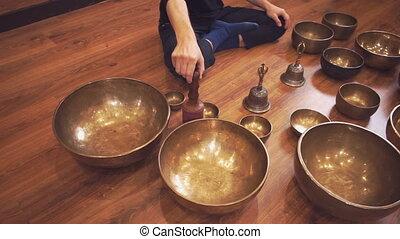 cuivre, gros plan, tibétain, chant, bols
