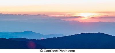 cume, pôr do sol, sobre, montanhas, azul, appalachian, parkway, outono