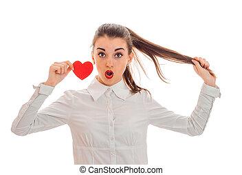 cuore, amore, valentine, concept., isolato, giovane, giorno, studio, sorpreso, fondo, bianco, ragazza, rosso