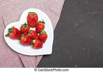 cuore, concetto, piastra, modellato, cima, tovagliolo, tabletop, fragole, nero, fresco, bianco, bacche, rosso, vista