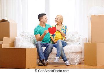 cuore, divano, coppia, casa, nuovo, sorridente, rosso