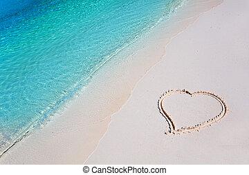 cuore, su, sabbia spiaggia, in, paradiso tropicale