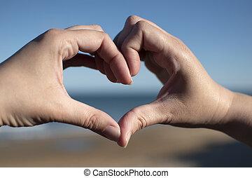 cuore, tramonto, mare, mani