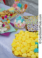 Cup cakes with balloons ornated