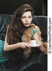 cup., regarde, jeune, élégant, vert, elle, girl, gauche