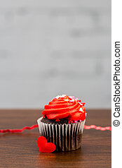 cupcake chocolate for valentines with red frosting