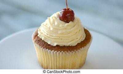 cupcake, met, vanille, tof, op, plaat.
