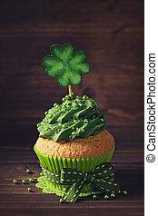 cupcake, mit, kleeblat, cakepick