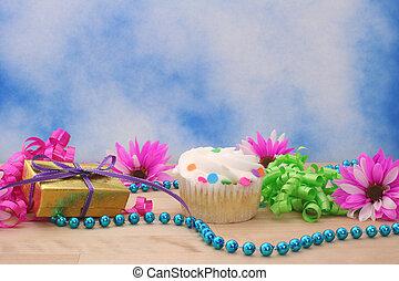 cupcake, y, regalo, con, flor