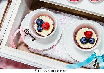cupcakes, áfonyák, két, málna, csésze