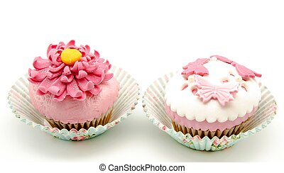 Cupcakes decorated with fondant and sugar flowers
