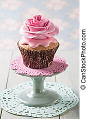 Cupcakes with rose flowers