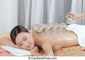 cupping, jovem, medicina chinesa, senhora