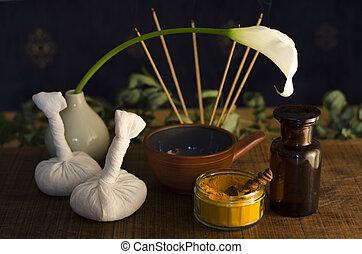 curcuma, exotique, utilisé, épice, brûlé, bol, ayurveda, huile, arrangement, boluses, arrière-plan., fleur, encens, masage, poultice, masage, bouteille