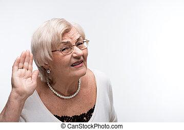 curieux, essayer, entendre, quelque chose, grand-maman