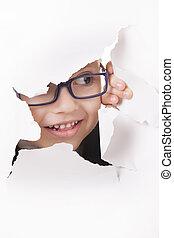 curioso, criança, olha, através, um, buraco, em, papel