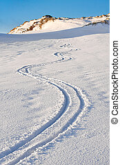 Curly trace of skis on the snow in the mountains of ...