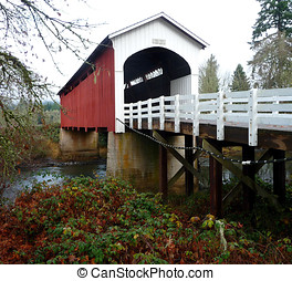 Currin covered bridge in Cottage Grove, Oregon