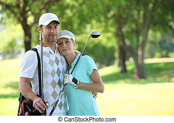 cursus, paar omhelzend, golfing