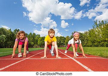 curvatura, joelhos, corrida, pronto, sorrindo, crianças