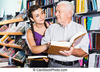 customers are reading books