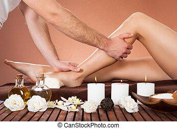customer's, beauté, jambe, thérapeute, spa, masser