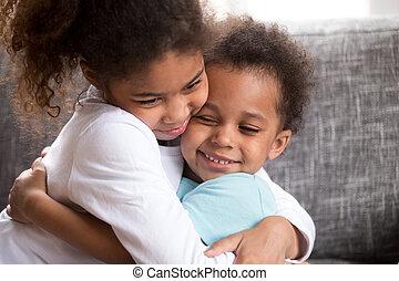 cute, abraço, crianças, paz, raça, fazer, misturado, lar