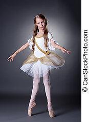cute, bailarina, jovem, elegante, posar, vestido