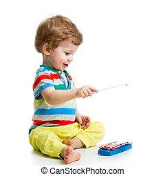cute, bebê, tocando, com, musical, brinquedos