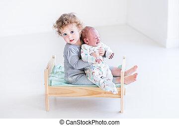 cute, dela, irmão, recem nascido, cortejar, menina bebê, toddler, tocando