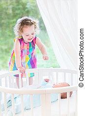 cute, dela, irmão, recem nascido, rir, menina bebê, toddler, tocando