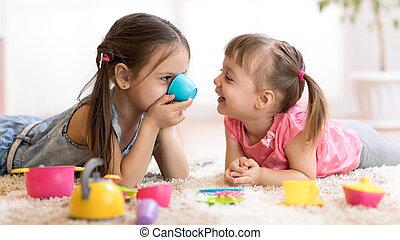 cute, engraçado, jogar crianças, com, brinquedos, casa