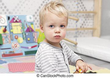 cute, frække, toddler, ind, den, boldspil, rum