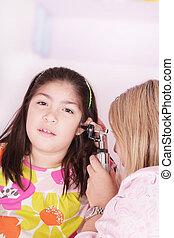cute, lille pige, attending, en, medicinsk check-up, ind, en, medicinsk praktiser