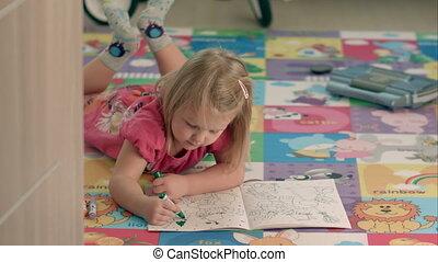 Cute little girl draw with felt-tip pen