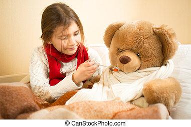 cute, menina, tocando, em, hospitalar, com, urso teddy