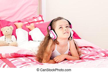 cute, menininha, escutar, música, mentindo, ligado, dela, cama