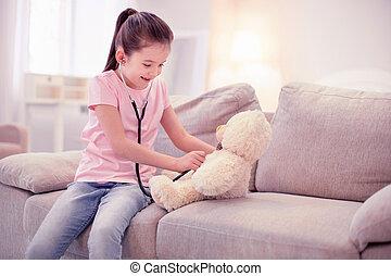 cute, menininha, fingir, para, ser, um, doutor, tocando, com, dela, urso teddy