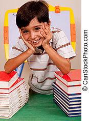 cute, menino jovem, descansar, livros