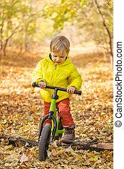 cute, menino, parque, learner, equitação bicicleta
